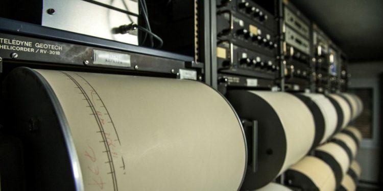 geodynamiko-institouto-seismografos-seismos-rixter-it