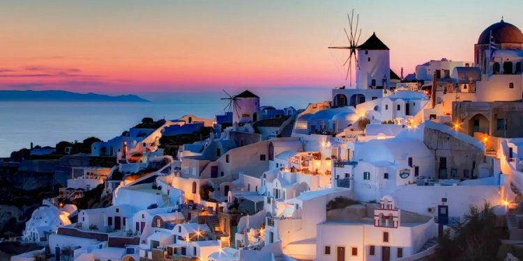 images_take-in-the-stunning-views-of-the-mediterranean-sea-from-the-greek-island-of-santorini