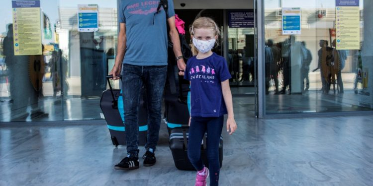 airport-greece-tourists-ap