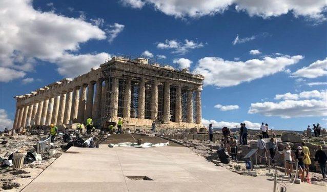le-monde-stin-akropoli-arxaiologoi-kai-istorikoi-miloun-gia-ierosulia