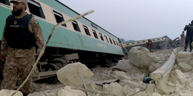 pakistan_train_crash_ap