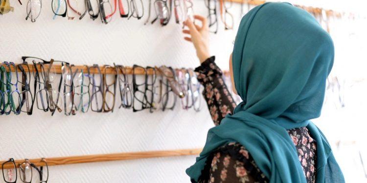 woman_headscarf_art