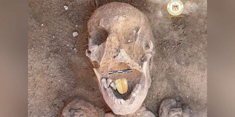 skull-gold-tongue-released-egyptian-ministry-of-tourism-and-antiquities