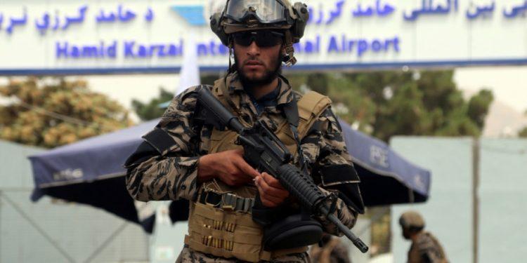 taliban-kabul-airport-afganistan-ap